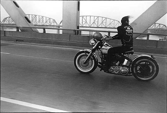Danny Lyon, Crossing the Ohio, Louisville. 1966.