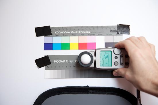 Mesure de l'exposition en lumière incidente. Valeur donnée par le posemètre pour 200 ISO : F4.0 et 3/10 de diaphragme et 1/4 sec.