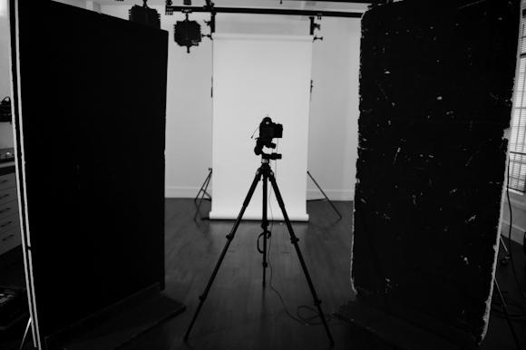 Vue de la scène derrière l'appareil photo. Le dispositif final sera différent.